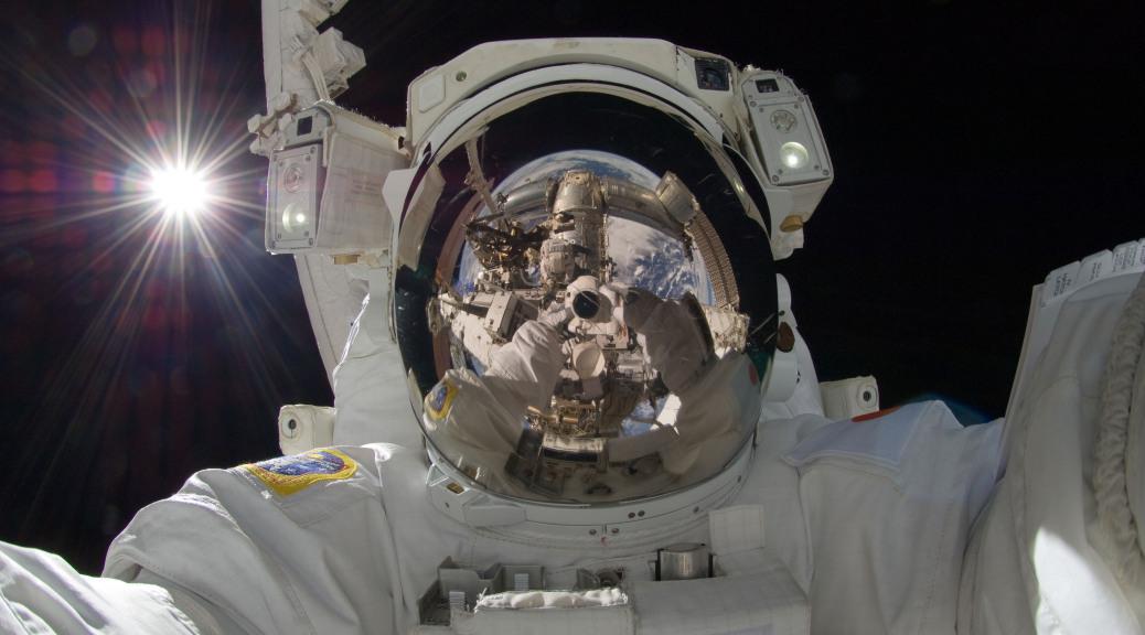 astronaut_selfie